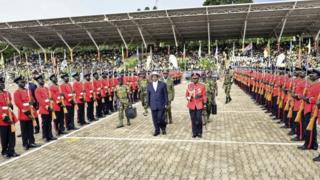 Uganda's long-time President Yoweri Museveni, 71, centre, inspects the honour guard during his inauguration ceremony in the capital Kampala (12 May 2016)