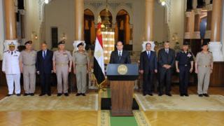 الرئيس المصري يوجه كلمة للمصريين عقب لقائه بقيادات عسكرية وشرطية إثر هجوم المنيا