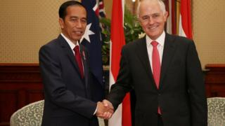 印尼总统佐科·维多多(图左)与澳洲总理特恩布尔(图右)