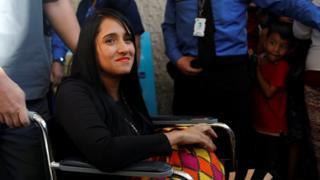 Ximena Suárez ao sair do hospital na Colômbia