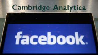 شعار فيسبوك وكامبردج أناليتيكا
