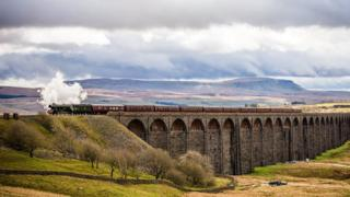 Flying Scotsman crosses Ribblehead viaduct