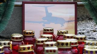 Импровизированный мемориал в память о погибших при крушении Ту-154 в Сочи