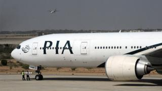 в двух пакистанских самолетах, прибывших в Лондон, был обнаружен героин.