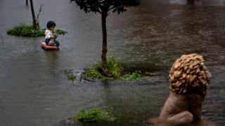 Значна частина Г'юстона опинилась під водою
