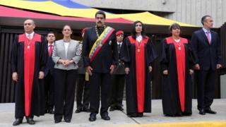 Nicolás Maduro junto a magistrados del Tribunal Supremo de Venezuela.
