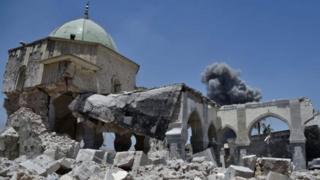 «ИМ» согушкерлери Мосул шаарындагы тарыхый ан-Нури мечитин жардырып жиберди.