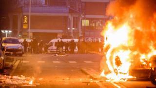 Eylemciler Cumartesi gecesi de Bobigny mahallesinde araçları ateşe vermişti