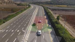 """انتل تشتري شركة """"موبايل آي"""" الإسرائيلية لتكنولوجيا السيارات ذاتية القيادة"""