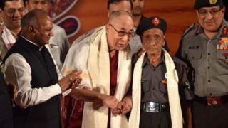 达赖喇嘛称见到达斯非常非常高兴