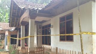 Rumah AS, pelaku bom bunuh diri Kampung Melayu, yang berlokasi di Kampung Ciranji, Desa Sirnagalih, Kecamatan Cipongkor, Kabupaten Bandung Barat. Hingga Sabtu (27/05), masih dipasang garis polisi meski telah dilakukan penggeledahan sehari sebelumnya.