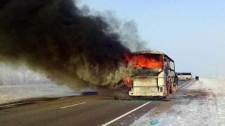 Автобус ёниши 52 йўловчи умрига зомин бўлган