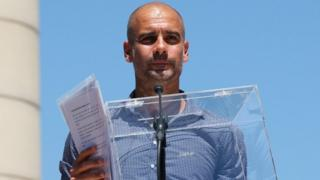 Manchester City's manager Pep Guardiola holds a ballot box during a pro-independence rally in Barcelona (11 June 2017)