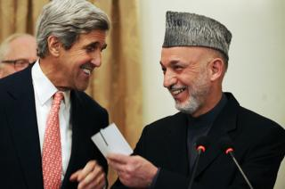 US Senator John Kerry laugh with Afghan President Hamid Karzai at a press conference at the presidential palace in Kabul, 20 October 2009