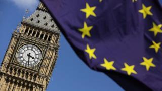 Bandera de la Unión Europea frente al Big Ben