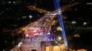 مراسم سالگرد شکست کودتای ترکیه با حضور دهها هزار نفر در استانبول برگزار شد