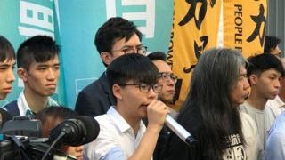 """香港眾志的領袖人物黃之鋒表示,香港的""""一國兩制""""已全消失。"""