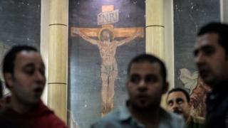 """Umurwi wa Leta y'iki Islamu, """"Islamic State"""", wemanze ko ariwo wagavye ibitero vyibasiye amasengero y'aba Coptes"""