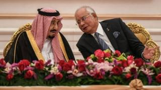 สมเด็จพระราชาธิบดีซัลมาน แห่งซาอุดีอาระเบีย และนายกรัฐมนตรีนาจิบ ราซัค แห่งมาเลเซีย