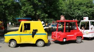 Комсомольский поселок. Детский паровозик в парке имени Гагарина.