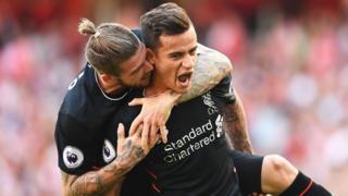 Kiungo wa kati wa Liverpool Phillipe Coutinho ni moto wa kuotea mbali katika lango la Arsenal
