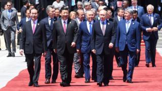 中國國家主席習近平與參加會議的各國領導人。