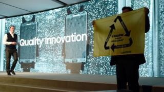 В этом году активисты Greenpeace сорвали презентацию Samsung с призывами использовать в следующих продуктах детали Galaxy Note 7