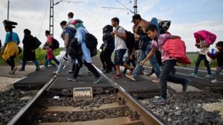 Macaristan'a giden göçmenler.