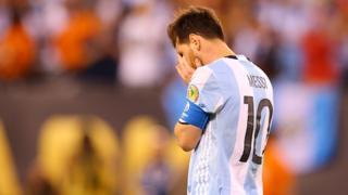 Messi head in hands