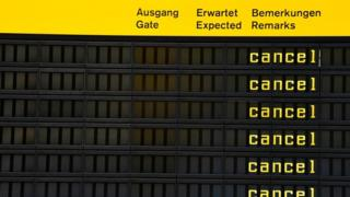 Табло в берлинском аэропорту