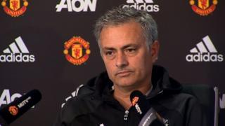 Mkunfunzi wa Manchester United Jose Mourinho amethibitisha kwamba klabu hiyo iko katika meza ya mazungumzo ya kumsajili shambuliaji wa Arsenal Alexis Sanchez