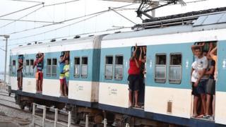 La courte vidéo a été filmée de l'intérieur du train et aurait été prise dans le Sahel, dans le centre-est du pays.