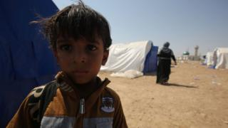 Displaced people at a camp in western Iraq as they wait to go back to their homes in the city of Falluja (4 September 2016)