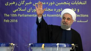 President Hassan Rouhani waves after casting his votes in Tehran, Iran (26 Feb. 2016) (handout photo)