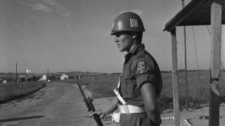 Sina yarımadasında Mısır-Gazze sınırını bekleyen BM barış gücü askerleri, 1966