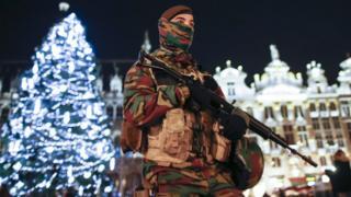 ベルギー政府は首都ブリュッセルへのテロ攻撃に備えて最高レベルの警戒を30日まで継続へ