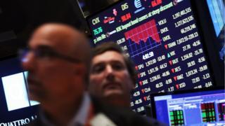 Borsa Endeksleri Önünde Duran Brokerlar
