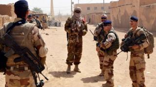 Les attaques armées sont récurrentes dans le nord du Mali, malgré la présence des soldats du Mali, de la France et d'autres pays.