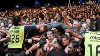 تدافع الجماهير خلال حفل غنائي في الأرجنتين