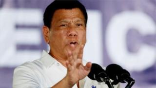 Duterte wuxuu horeey u sheegay inuu laynayo dadka looga shakiyo ka ganacsiga daroogada.