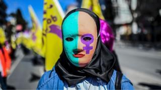 феминистка на марше