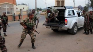 Une photo d'archives de soldats malgaches tentant de mettre fin à une mutinerie, à Antananarivo, en novembre 2010