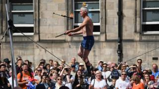 High wire performer at Fringe