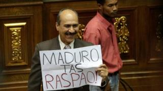 """A deputy of the Venezuelan coalition of opposition parties (MUD) holds a placard that reads """"Maduro you have failed"""" during a session of the National Assembly in Caracas, Venezuela January 9, 2017"""