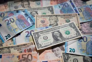 долари і євро