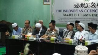 Kapolri Tito Karnavian (tengah) bersama pimpinan MUI, Maruf Amin dan Rizieq Shihab (kedua dari kiri)