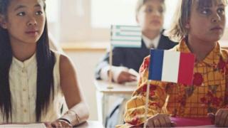 كيف يتغلب المغتربون على ارتفاع تكاليف المدارس؟