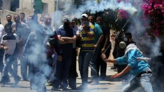 Palestinian protesters confront Israeli security forces near the West Bank city of Nablus. Photo: 27 May 2016
