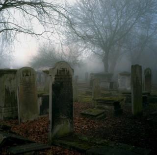 Кладбище на Брейди-стрит туманным днем