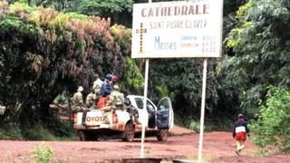 Deux groupes armés s'y affrontent depuis lundi, faisant à ce jour 5 morts et 29 blessés, selon la Minusca.